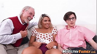 Exotic stepsis Rharri Rhound dicked in old vs young 4 way